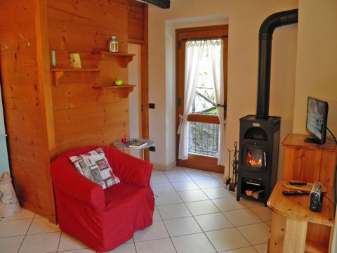 Bilder von Lago di Como Appartamento Amarone_Gravedona_31_Wohnraum