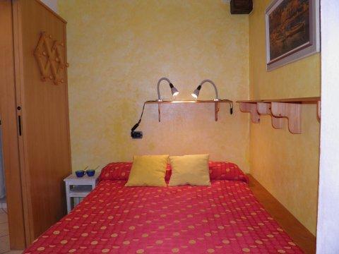 Bilder von Lago di Como Appartamento Amarone_Gravedona_41_Doppelbett