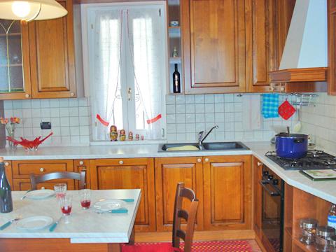 Bilder von Comer See Ferienwohnung Aneris_Gravedona_36_Kueche