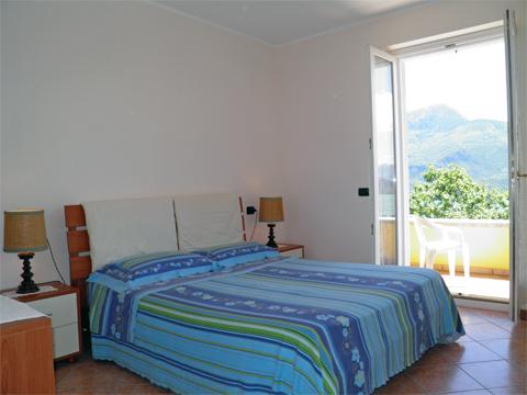 Bilder von Comer See Ferienwohnung Aneris_Gravedona_40_Doppelbett-Schlafzimmer