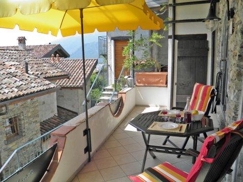 Bilder von Comer See Ferienwohnung Asti_Gravedona_11_Terrasse