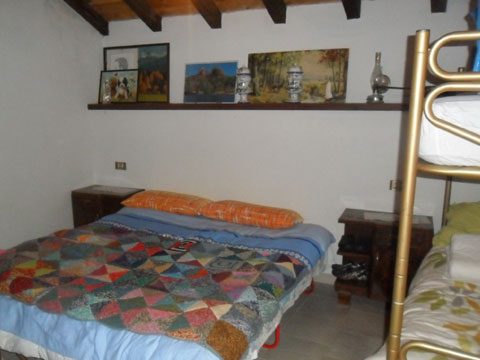 Bilder von Comer See Ferienhaus Baita_Zia_Marianna_Vercana_40_Doppelbett-Schlafzimmer
