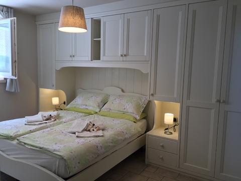 Bilder von Comer See Ferienwohnung Bella_Vista_Primo_Vercana_40_Doppelbett-Schlafzimmer