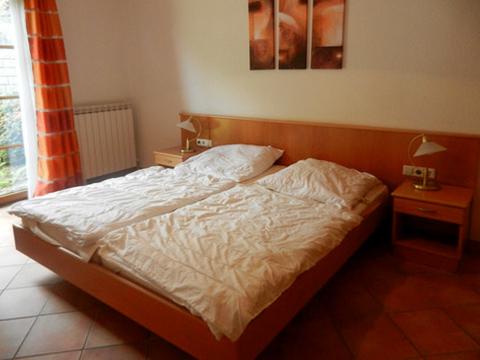 Bilder von Lago Maggiore Ferienhaus Bellissime_Quarto_823_Bassano-Tronzano_40_Doppelbett-Schlafzimmer