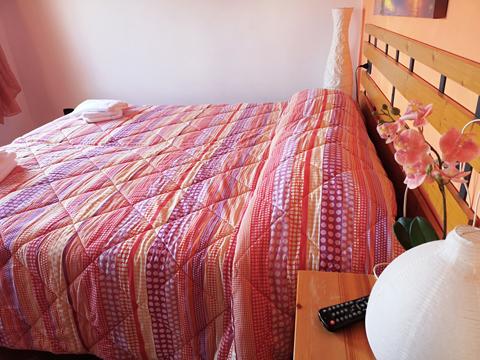 Bilder von Comer See Ferienhaus Ca_Ermy_Gravedona_40_Doppelbett-Schlafzimmer