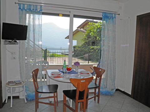 Bilder von Comer See Ferienwohnung Camilla_Vercana_30_Wohnraum