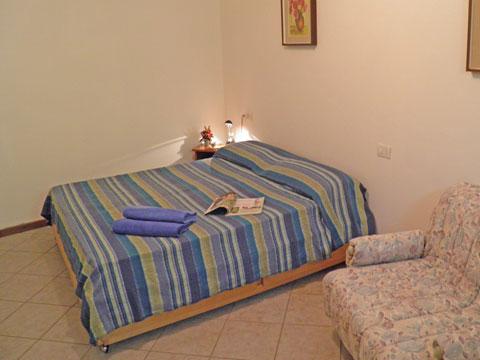 Bilder von Comer See Ferienwohnung Camilla_Vercana_40_Doppelbett-Schlafzimmer