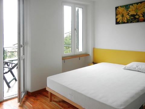 Bilder von Lago Maggiore Ferienwohnung Cesari_Primo_2483_Tronzano_40_Doppelbett-Schlafzimmer