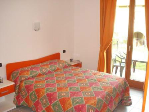 Bilder von Comer See Ferienwohnung Colombo_Gravedona_Trilocale_p1_Sorico_40_Doppelbett-Schlafzimmer