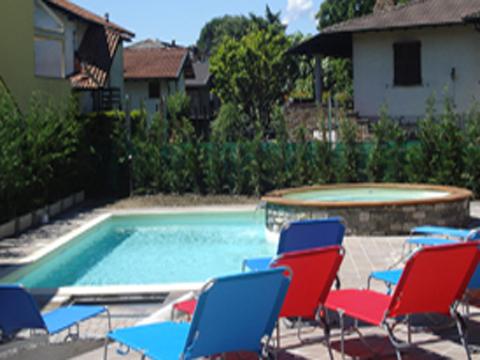 Bilder von Comer See Ferienwohnung Colombo_Lecco_Bilocale_p1_Sorico_15_Pool