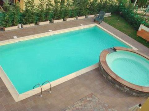 Bilder von Comer See Ferienwohnung Colombo_Lecco_Bilocale_p1_Sorico_16_Pool