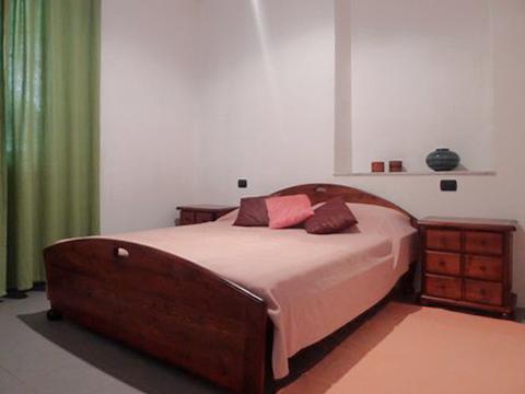 Bilder von Comer See Ferienhaus Cory_Domaso_40_Doppelbett-Schlafzimmer