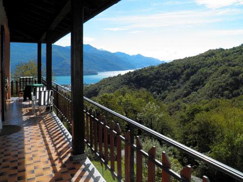 Bilder von Comer See Ferienwohnung Dalida_Secondo_Gravedona_11_Terrasse