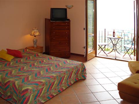 Bilder von Comer See Ferienwohnung Elda_Peglio_40_Doppelbett-Schlafzimmer