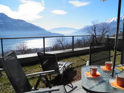 Bilder von Comer See Ferienwohnung Giardino_del_Sole_Vercana_11_Terrasse