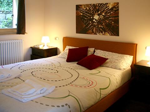 Bilder von Comer See Ferienwohnung Giglio_Rosso_Gravedona_40_Doppelbett-Schlafzimmer