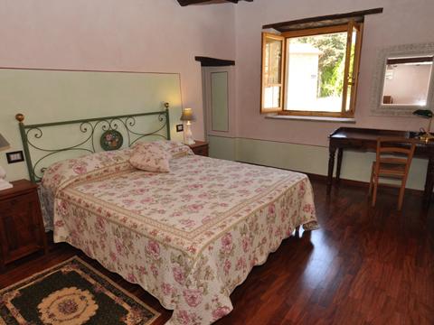 Bilder von Umbrië  Il_Borgo_di_Toppo_Cerro_Citta_di_Castello_40_Doppelbett-Schlafzimmer
