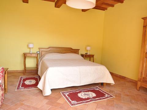 Bilder von Umbrië  Il_Borgo_di_Toppo_Essicatoio_piano_terra_Citta_di_Castello_40_Doppelbett-Schlafzimmer