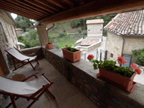 Bilder von Umbrië  Il_Borgo_di_Toppo_Quercia_Citta_di_Castello_10_Balkon