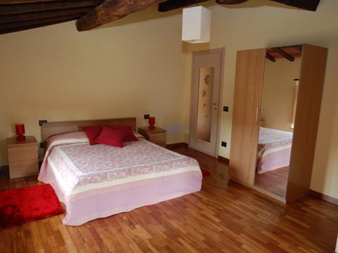 Bilder von Umbrien  Il_Borgo_di_Toppo_Quercia_Citta_di_Castello_40_Doppelbett-Schlafzimmer