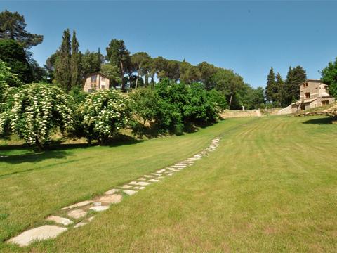 Bilder von Umbrien Ferienwohnung Il_Borgo_di_Toppo_Stalla_Citta_di_Castello_20_Garten