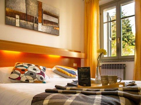 Bilder von Lago di Como Appartamento Il_Bosso_203_Domaso_40_Doppelbett-Schlafzimmer