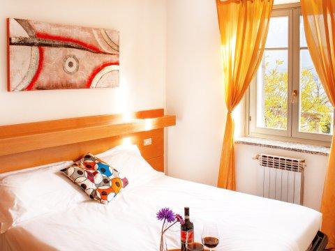Bilder von Lago di Como Appartamento Il_Bosso_204_Domaso_40_Doppelbett-Schlafzimmer