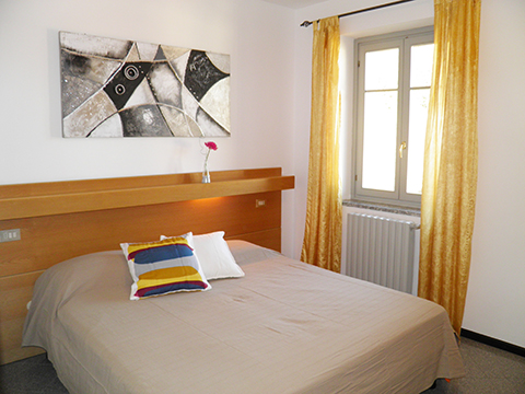 Bilder von Comer See Ferienwohnung Il_Bosso_305_Domaso_40_Doppelbett-Schlafzimmer