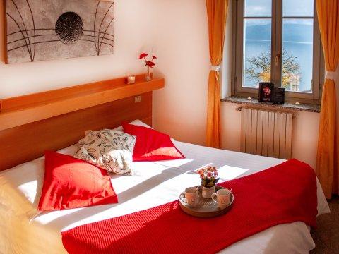 Bilder von Comer See Ferienwohnung Il_Bosso_306_Domaso_40_Doppelbett-Schlafzimmer