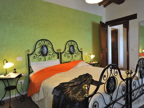 Bilder von Umbria Apartment Il_Melograno_Citerna_40_Doppelbett-Schlafzimmer