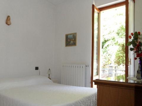 Bilder von Lake Maggiore Apartment La_Quiete_819_Baveno_40_Doppelbett-Schlafzimmer