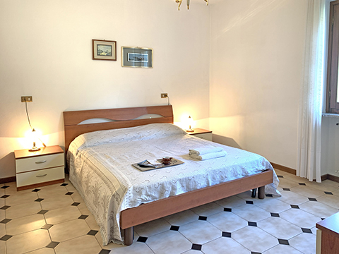 Bilder von Comer See Ferienwohnung Lara_Ossuccio_40_Doppelbett-Schlafzimmer