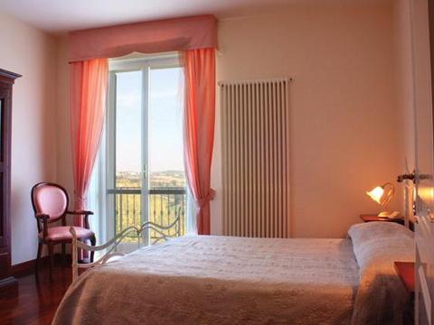 Bilder von Mare Adriatico Casa vacanza Leonardo_Mogliano_40_Doppelbett-Schlafzimmer