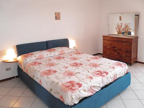 Bilder von Comer See Ferienwohnung Liliana_Pianello_del_Lario_40_DoppelbettSchlafzimmer