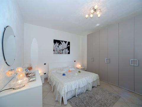 Bilder von Lago di Como Appartamento Lilli_Dervio_40_Doppelbett-Schlafzimmer