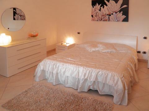 Bilder von Lago di Como Appartamento Lilli__40_DoppelbettSchlafzimmer