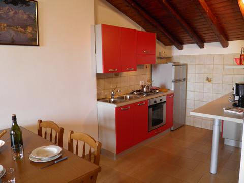 Bilder von Comer See Ferienhaus Loredana_Gravedona_35_Kueche