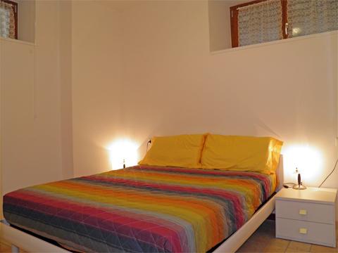 Bilder von Comer See Ferienwohnung Lori_Domaso_40_Doppelbett-Schlafzimmer