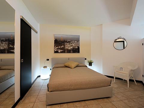 Bilder von Comer See Ferienwohnung Lucia_Vercana_40_Doppelbett-Schlafzimmer