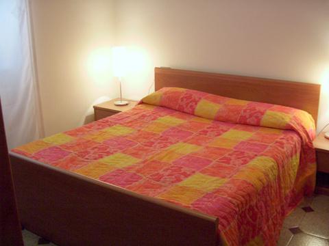 Bilder von Comer See Ferienhaus Maria_Sorico_40_Doppelbett-Schlafzimmer