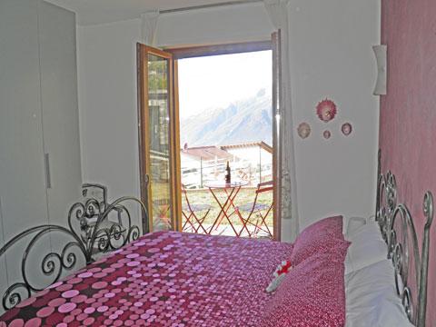 Bilder von Comer See B&B Melissa_Acero_Rosso_Vercana_40_Doppelbett-Schlafzimmer