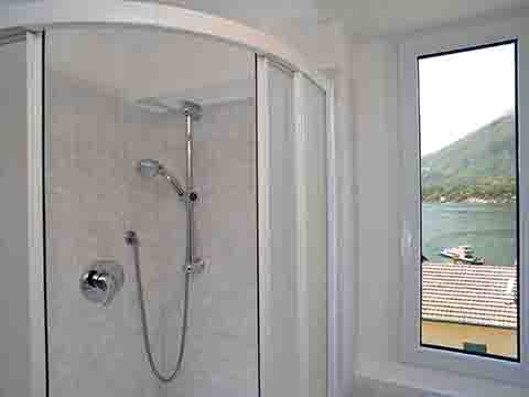 Bilder von Lac de Côme Appartement Monolocale_vista_lago_Bellagio_50_Bad