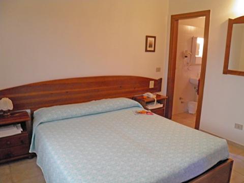 Bilder von Sardinien Nordküste Ferienresidenz Montiruju_Economy_II_Santa_Maria_Coghinas_40_Doppelbett-Schlafzimmer