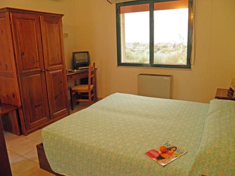 Bilder von Sardinien Nordküste Ferienresidenz Montiruju_Economy_II_Santa_Maria_Coghinas_45_Schlafraum