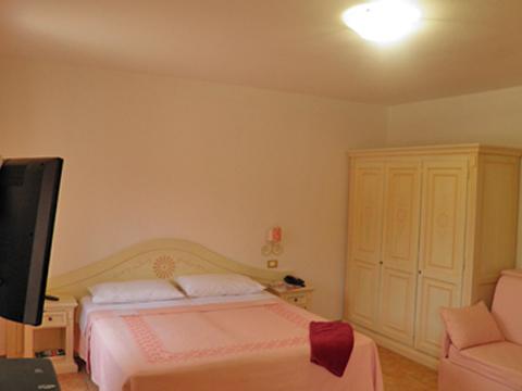 Bilder von Sardinien Nordküste Ferienanlage für Familien Montiruju_Santa_Maria_Coghina_40_Doppelbett-Schlafzimmer