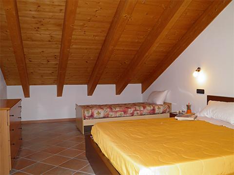 Bilder von Lac de Côme Appartement Nella_Pianello_del_Lario_40_Doppelbett-Schlafzimmer