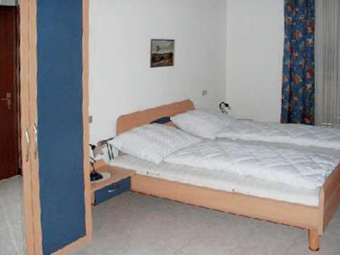 Bilder von Lago Maggiore Appartamento Nina_569_Pino_40_Doppelbett-Schlafzimmer
