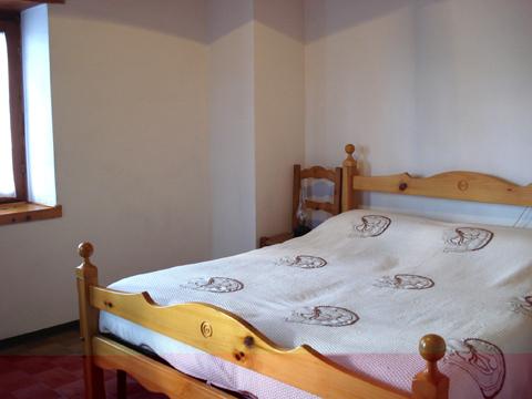 Bilder von Comer See Ferienhaus Nino_Naro-Gravedona_40_Doppelbett-Schlafzimmer
