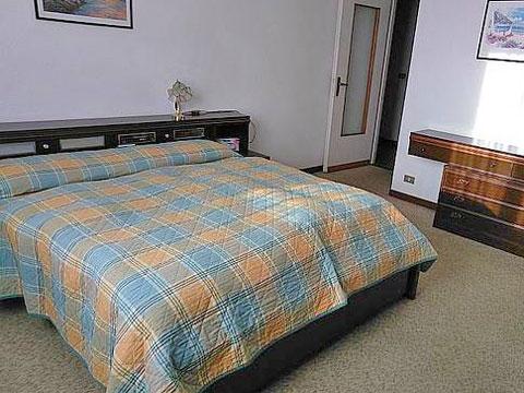 Bilder von Comer See Ferienhaus Ontano_Colico_40_Doppelbett-Schlafzimmer