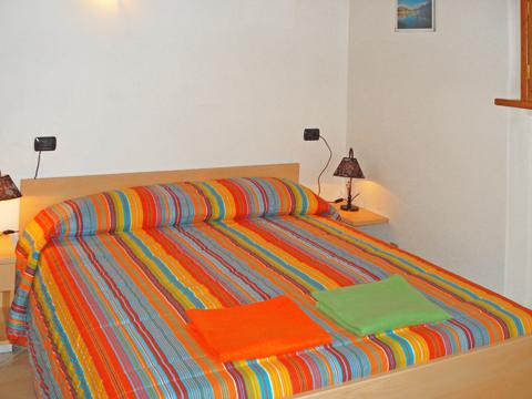 Bilder von Comer See Ferienwohnung Panorama_Vercana_40_Doppelbett-Schlafzimmer